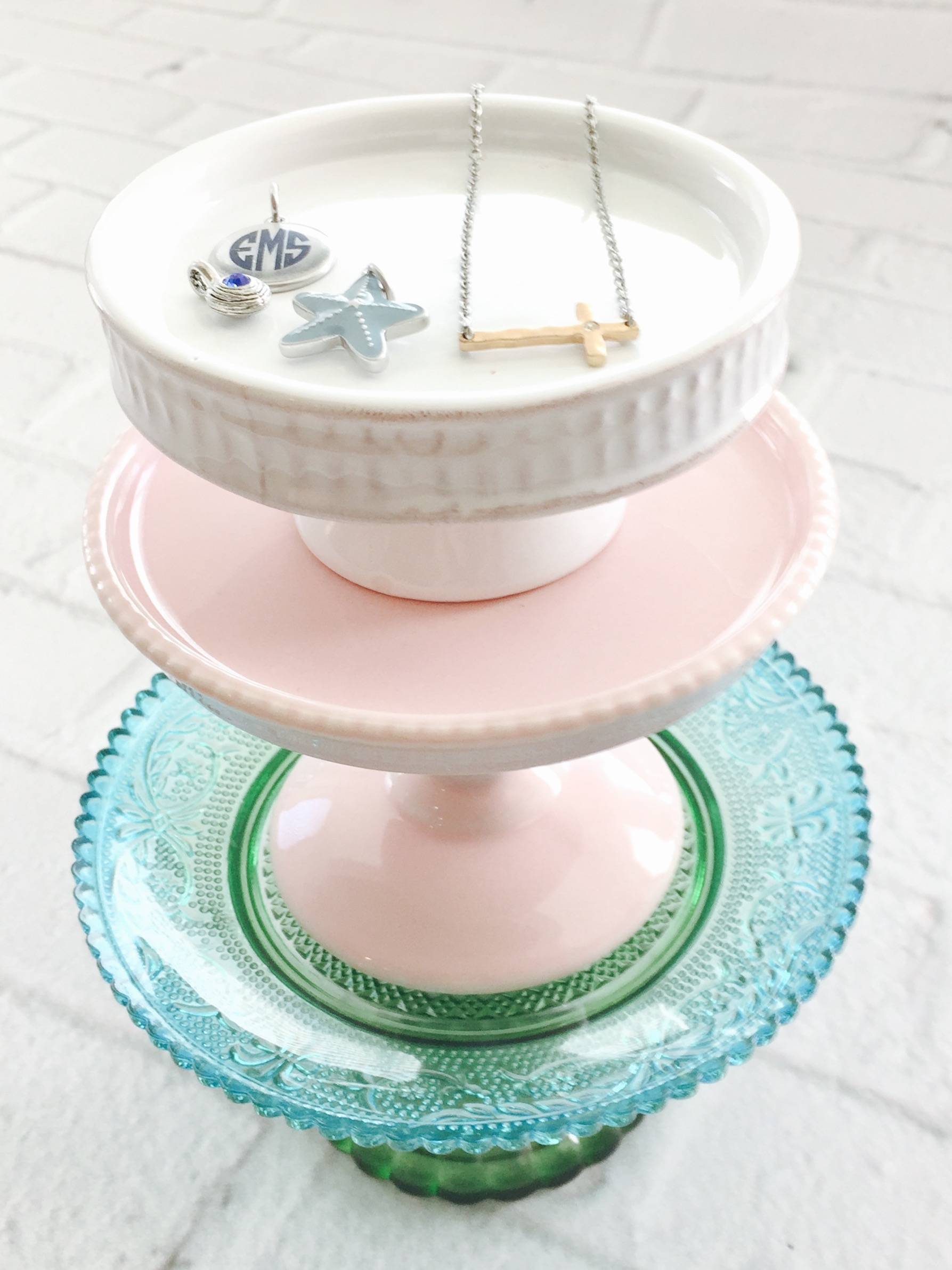 ... or night stand to catch loose earrings rings or charms. Inexpensive and easy to find! Here are a few of my favorites mini\u0027s! (oh a link to my favorite ... & Mini Cake Stand Displays - Janet Kinkade